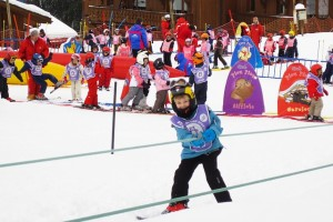 Kind am Babylift beim Skifahren